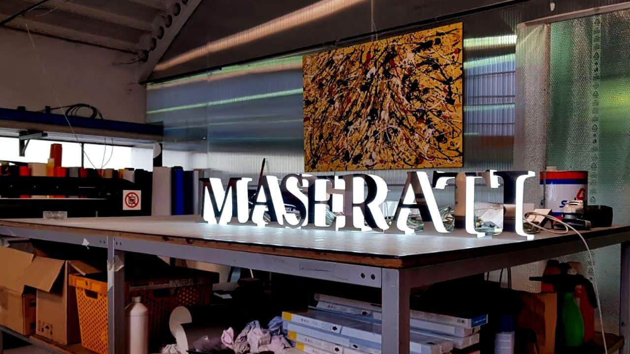 Milano Sign - lettere scatolate in acciaio con luce indiretta a led per Maserati