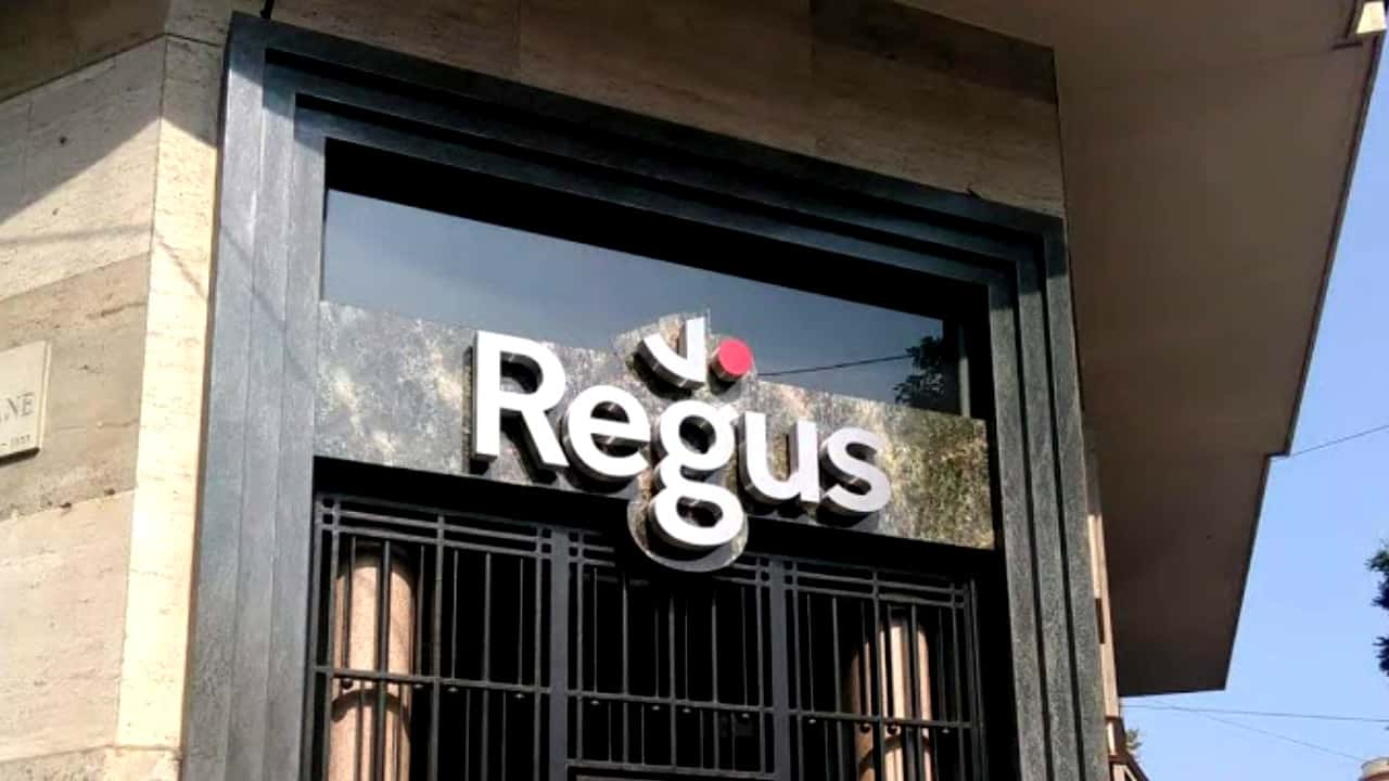 Light signs - Lettere Scatolate - Regus