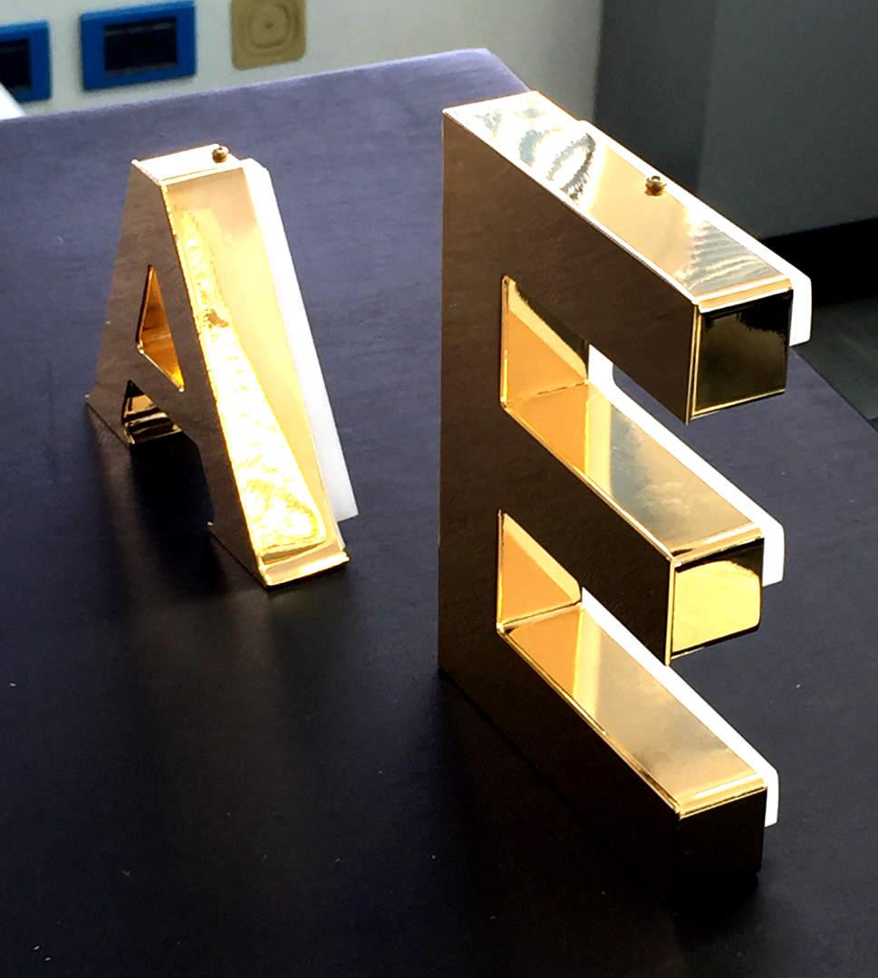 Insegne - ottone - esempio lettera 2