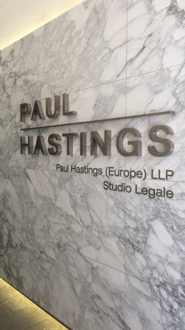 Insegna - Paul Hastings
